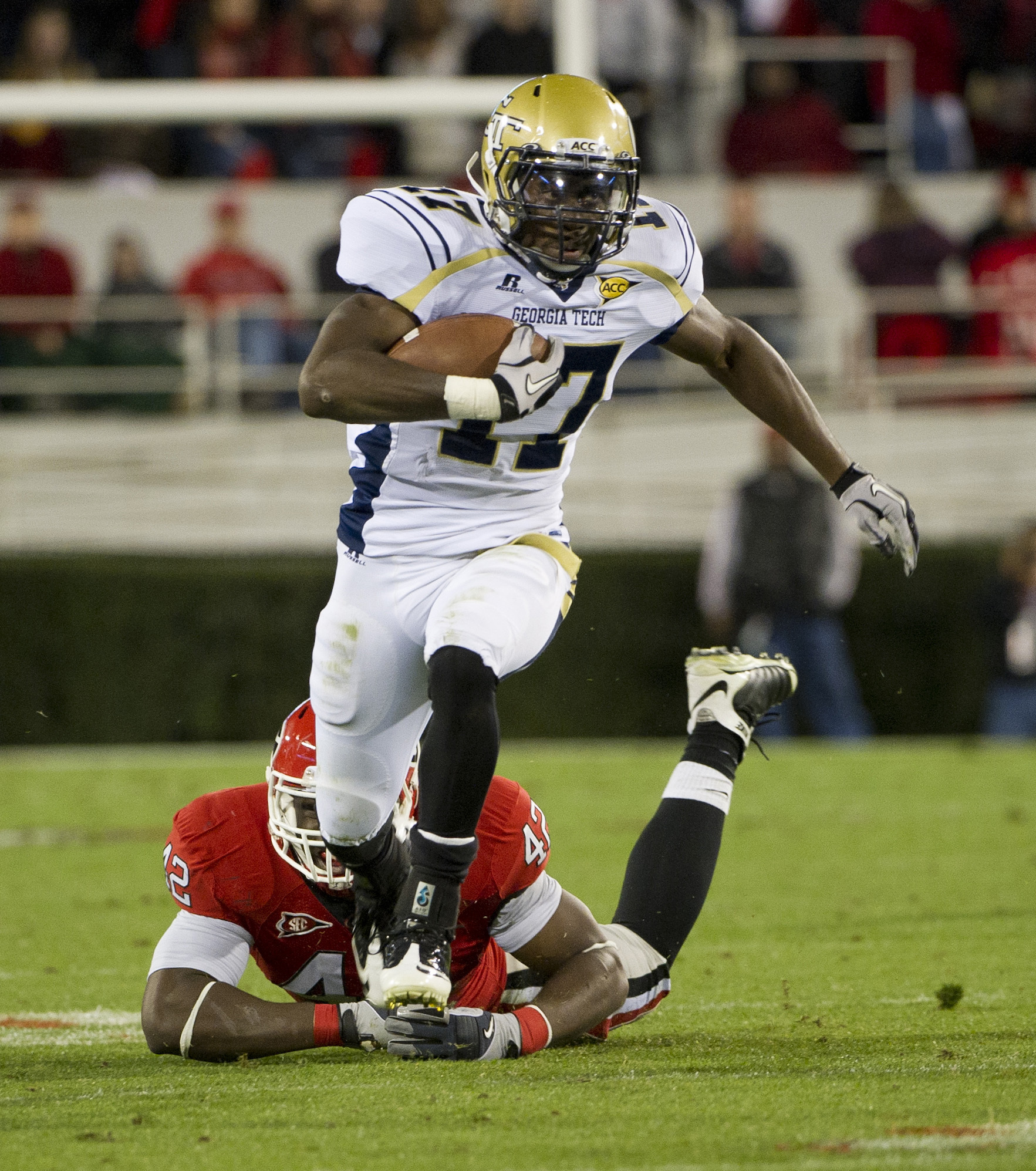 Georgia Tech running back Orwin Smith (17) slips past the grasp of Georgia linebacker Cory Campbell (42). (AP Photo/Rich Addicks)
