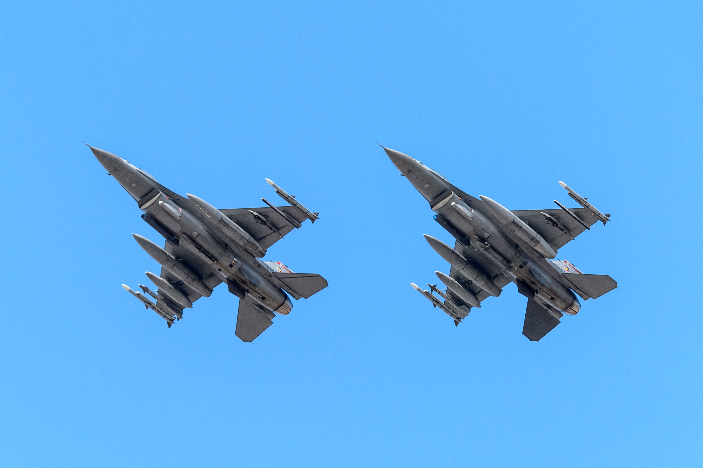A pair of F-16 Fighting Falcons fly over Bobby Dodd Stadium