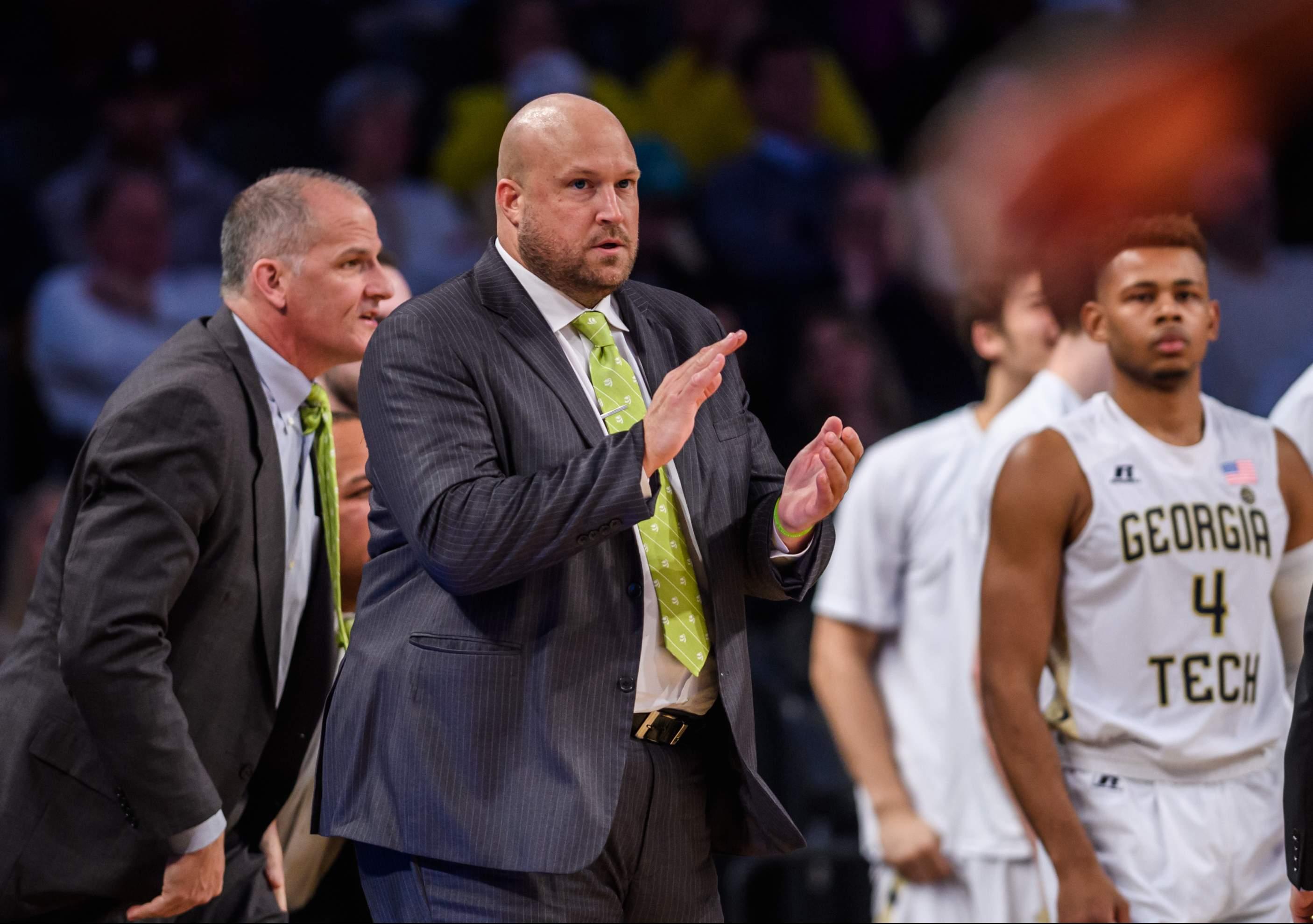Julian Swartz Named Basketball Assistant Coach
