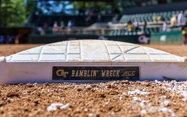 Jackets Steal Series from Tar Heels with Sweep of Doubleheader