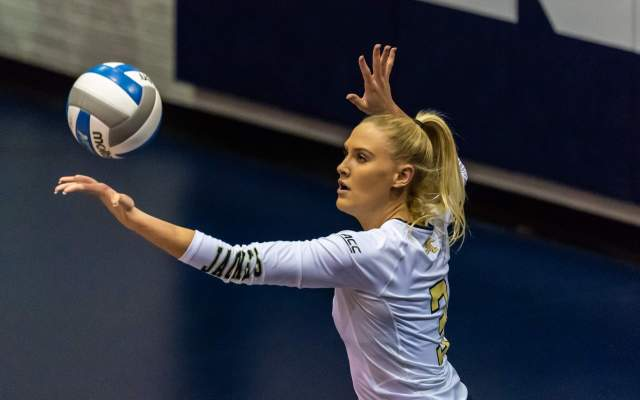 Volleyball Drops Match to Miami, 3-1