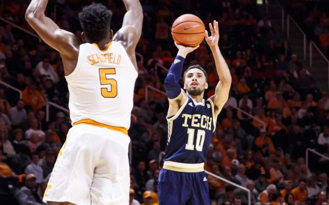 Men's Basketball Falls to Tennessee 66-53