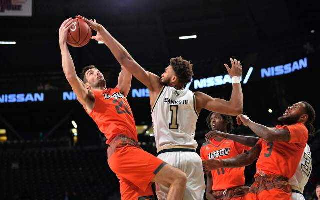 Jackets Face Richmond in Battle At Atlantis