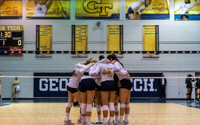 Jackets Fall to Cougars, 3-1