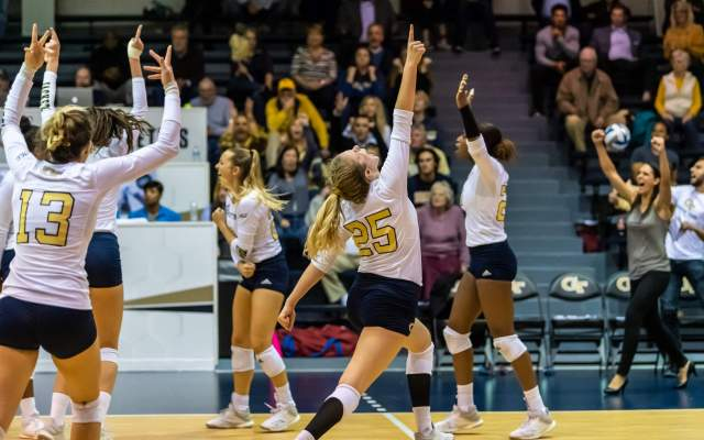 Photos: Volleyball vs. USF (NIVC)