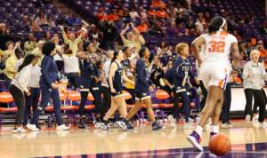 Photos: Women's Basketball vs. Syracuse